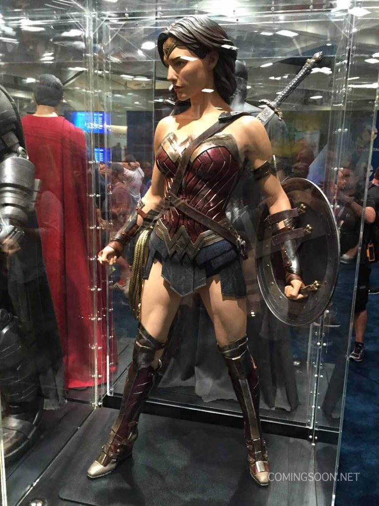 sdccphotos0020 Heres our first look at Batmans weapons from Batman v Superman: Dawn of Justice