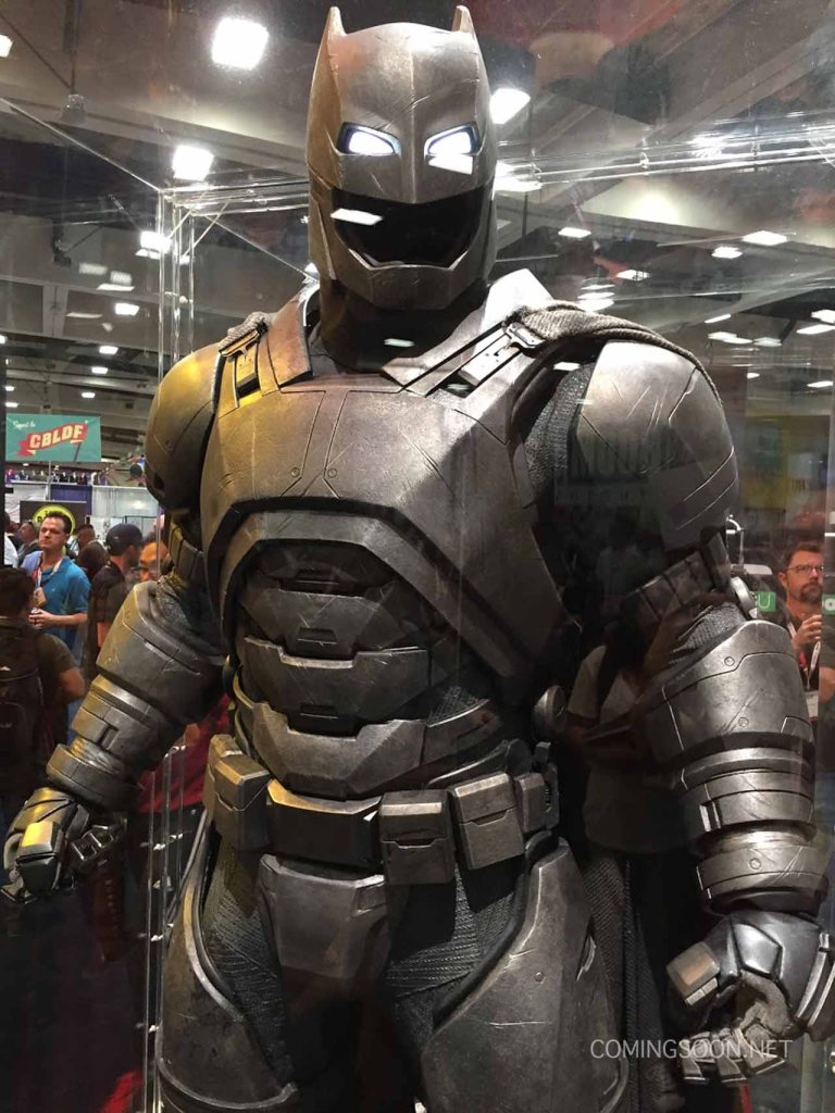 sdccphotos0022 Heres our first look at Batmans weapons from Batman v Superman: Dawn of Justice