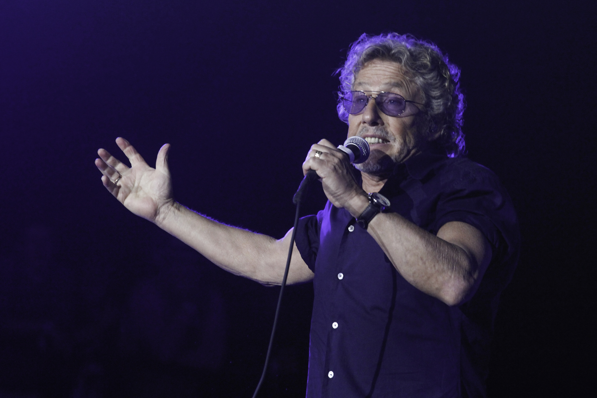 Roger Daltrey would like to remind you to stop smoking pot at The Who's concerts