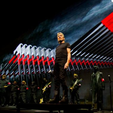 film review roger waters the wall consequence of sound. Black Bedroom Furniture Sets. Home Design Ideas