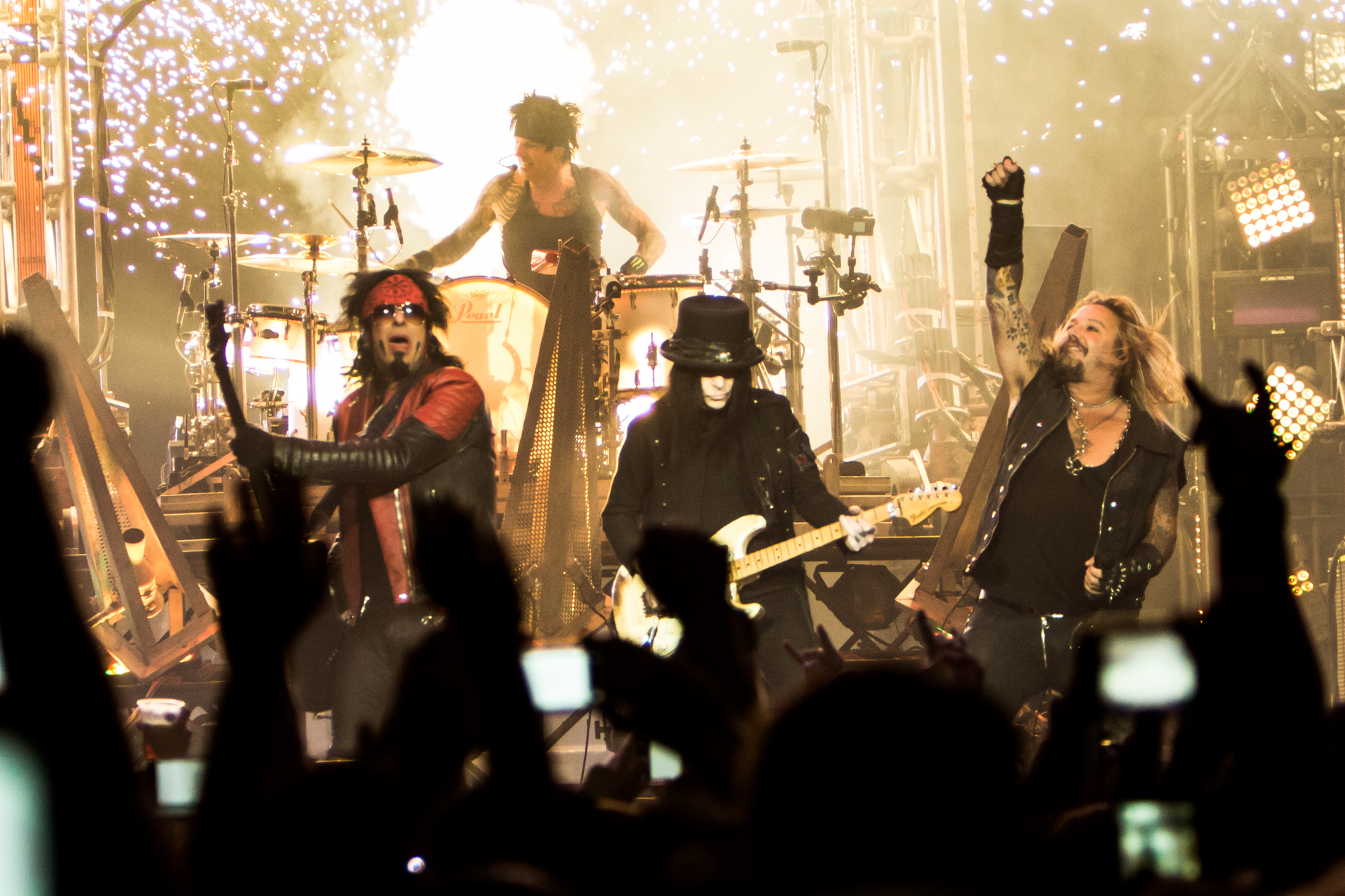 Live Review Mötley Crüe At Staples Center In Los Angeles 12 31 Consequence Of Sound