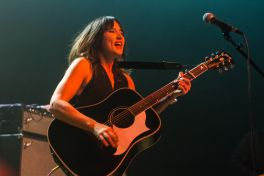 KT Tunstall // Photo by Philip Cosores