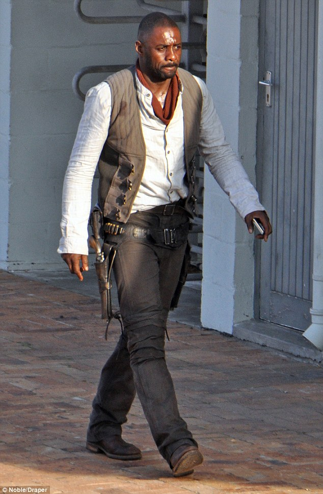 idris1 Heres your first look at Idris Elba as The Gunslinger in The Dark Tower movie
