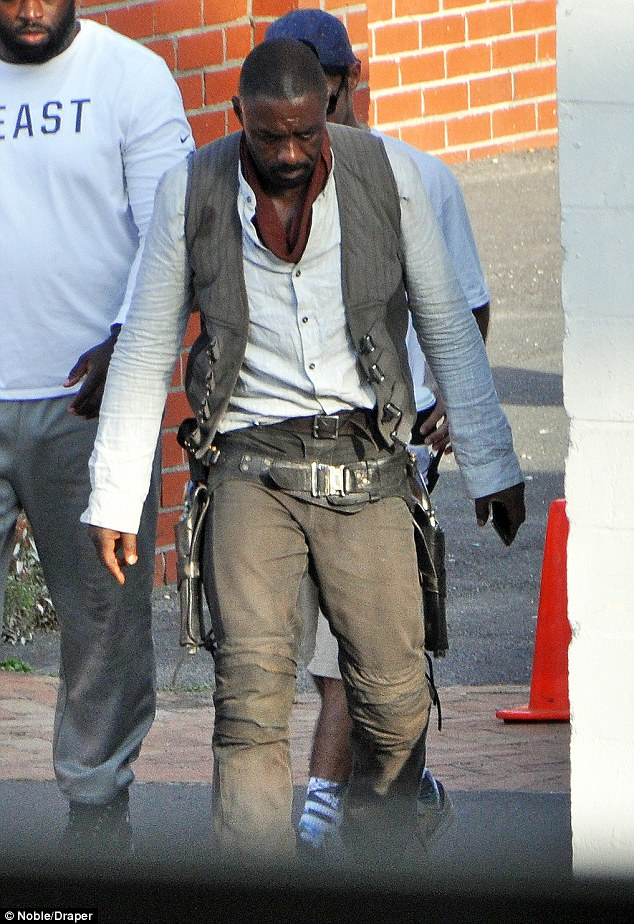 idris3 Heres your first look at Idris Elba as The Gunslinger in The Dark Tower movie