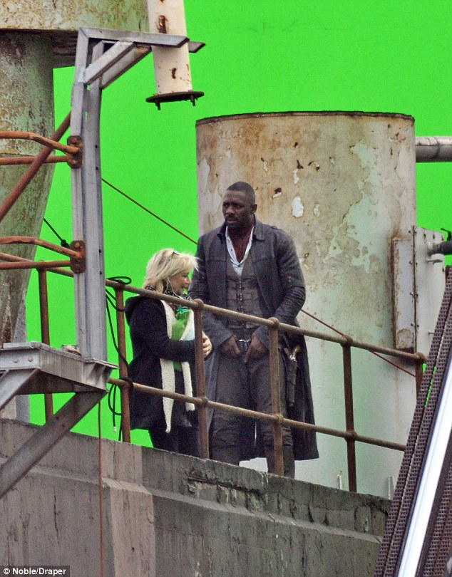 idris4 Heres your first look at Idris Elba as The Gunslinger in The Dark Tower movie