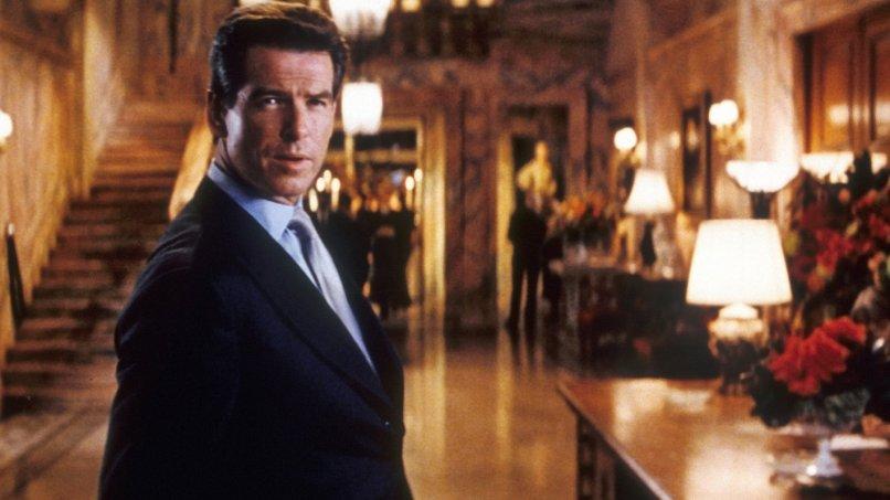 The Thomas Crown Affair (1999) Directed by John McTiernan Shown: Pierce Brosnan (as Thomas Crown)
