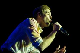 Andrew McMahon and the Wilderness // Photo by Philip Cosores