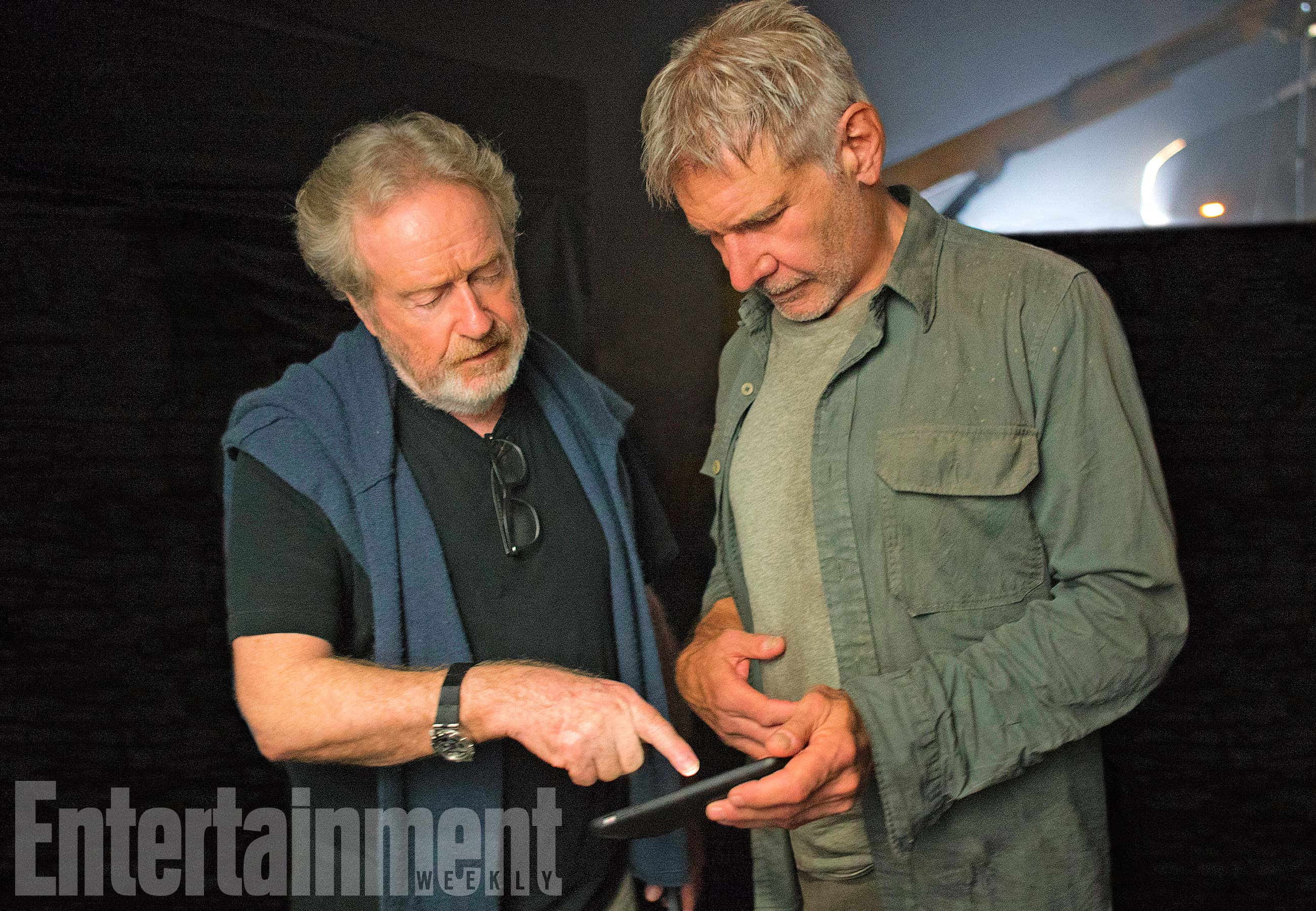 Blade Runner 2049 (2017) L-R: Ridley Scott and Harrison Ford on the set