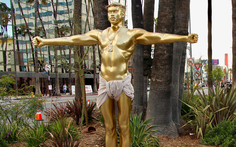 A Life-Size Statue Of Kanye West Depicted As Jesus Appears -3207