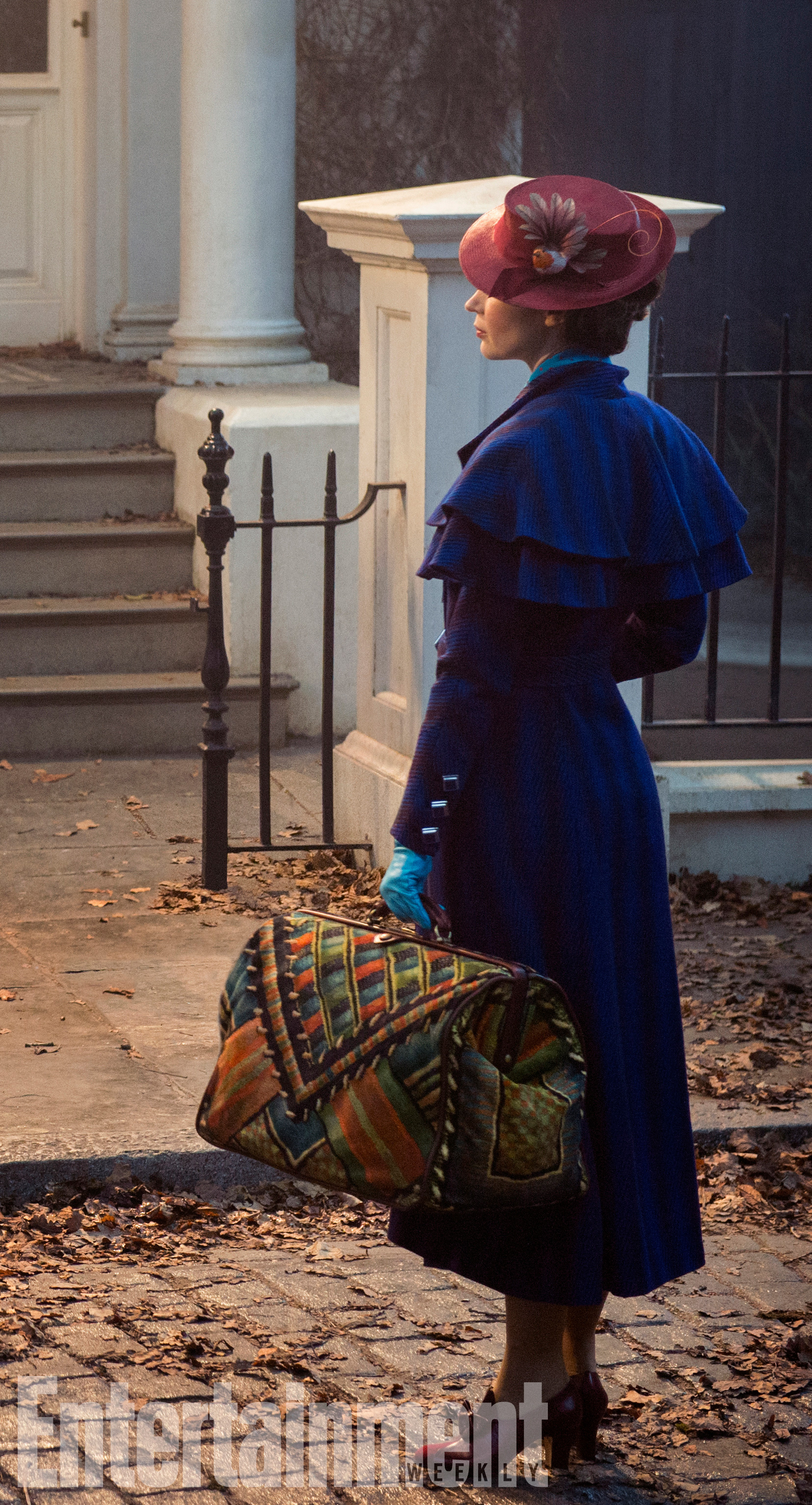 mary poppins Heres your first look at Emily Blunt and Lin Manuel Miranda in Mary Poppins Returns