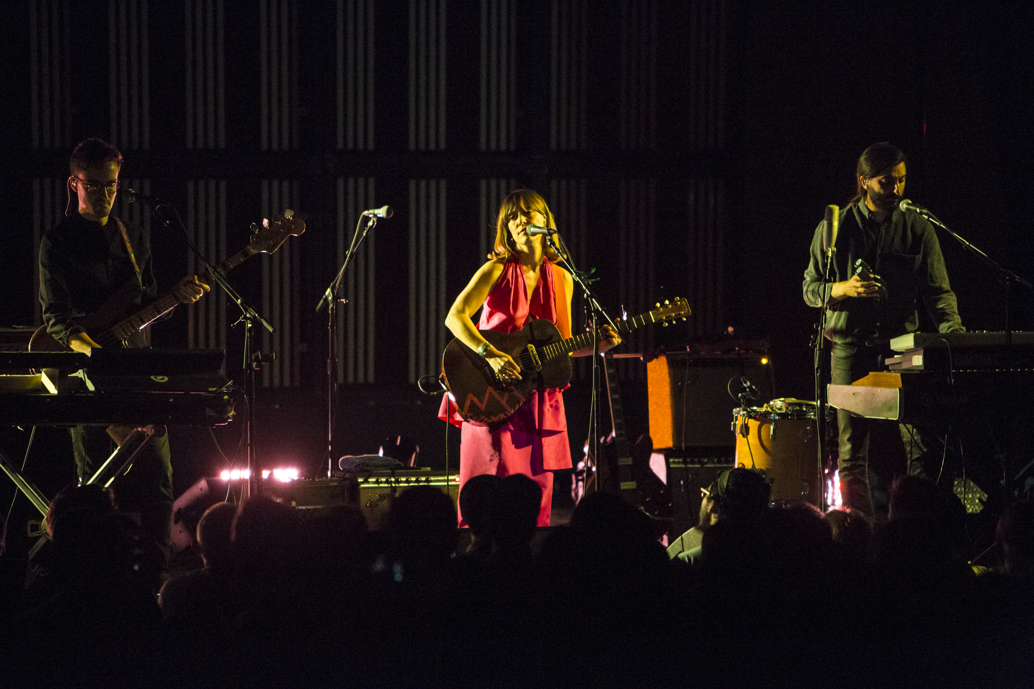 feist 5 Live Review: Feist Brings Pleasure to Los Angeles Palace Theatre (5/5)