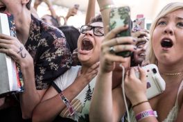 KROQ Weenie Roast y Fiesta 2017 // Photo by Philip Cosores
