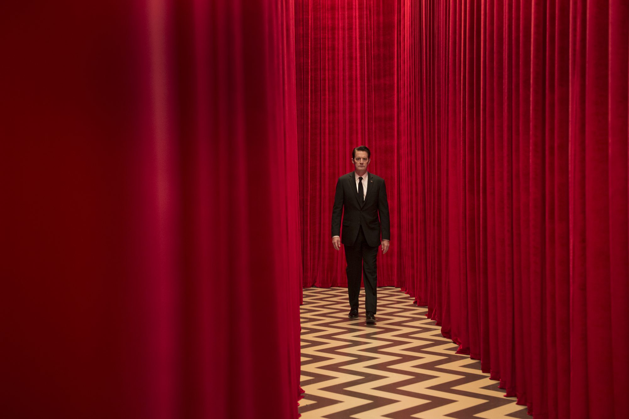 rr 21097 r 1 e1495210347486 Recapping Twin Peaks: The Return: Parts 1 and 2