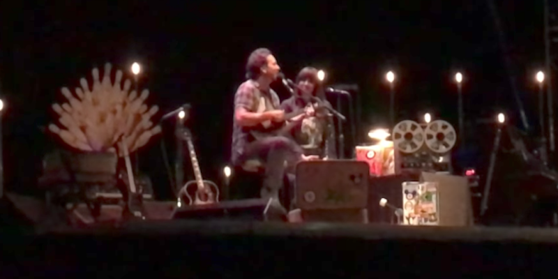 Eddie Vedder joined by Cat Power for performance of