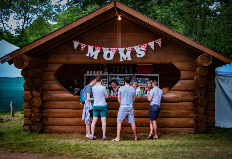 moms kiosk lior phillips Size Doesn't Matter: Why Festivalgoers Should Think Smaller