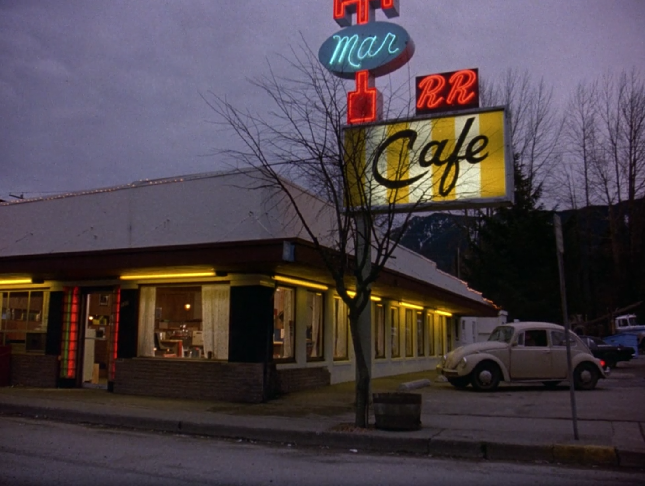 screen shot 2017 06 09 at 11 28 49 am Where Pies Go to Die: Twin Peaks, Twedes Cafe, and the Mystique of the American Diner
