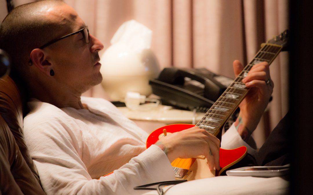 chester bennington Even Rock Stars and Iconic Singers Sometimes Need a Little Help