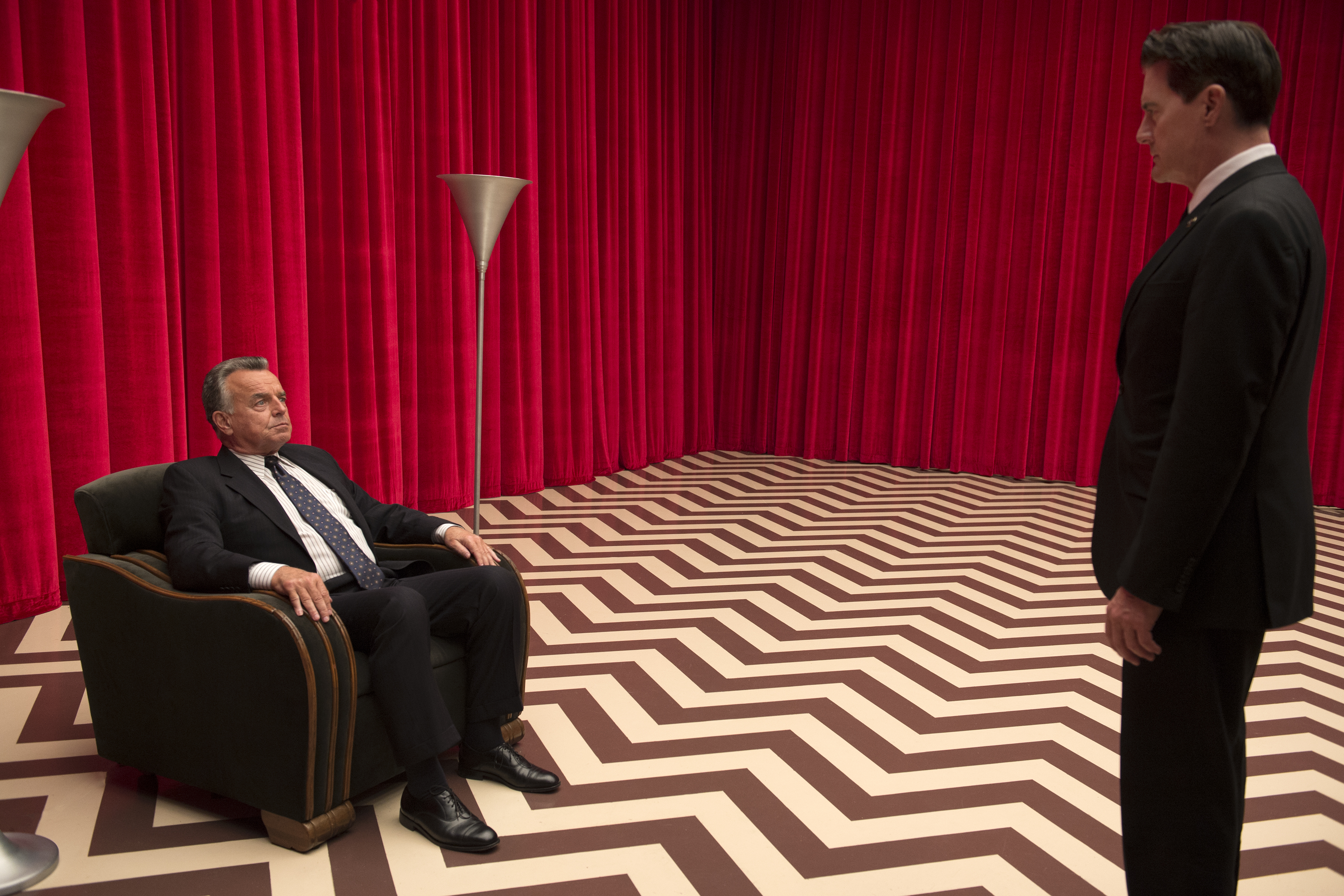 rr 21025 r Ray Wise Revisits Twin Peaks and Sings Mairzy Doats