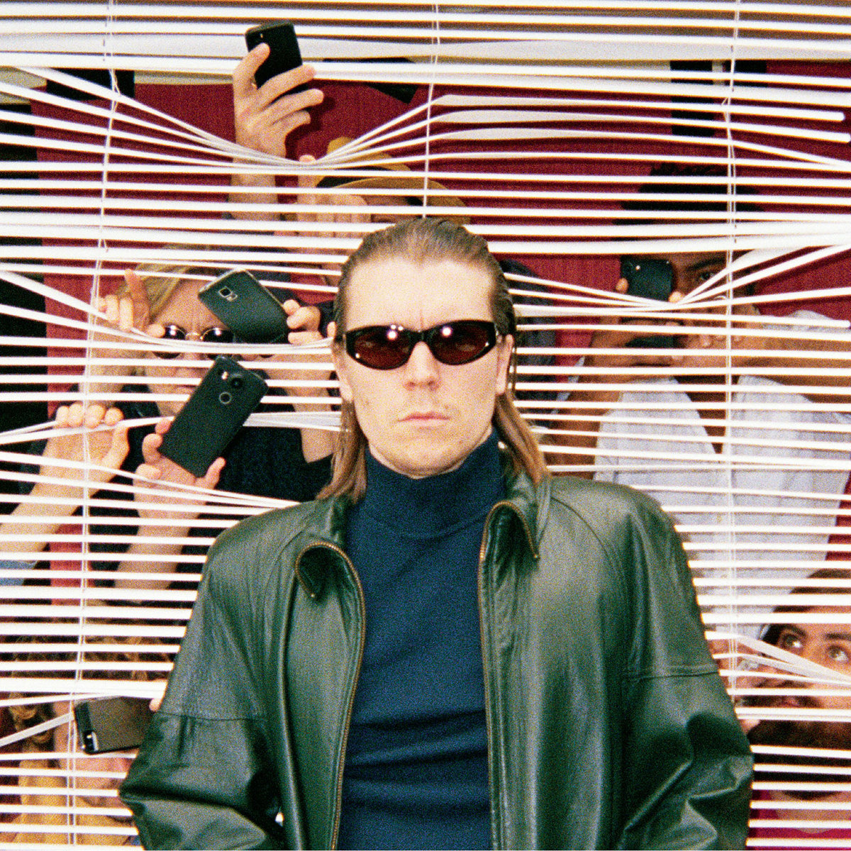 a2635762742 10 Alex Cameron duets with Angel Olsen on new single Strangers Kiss: Watch