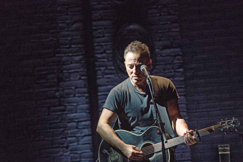 13springsteen2 superjumbo Live Review: Bruce Springsteen on Broadway