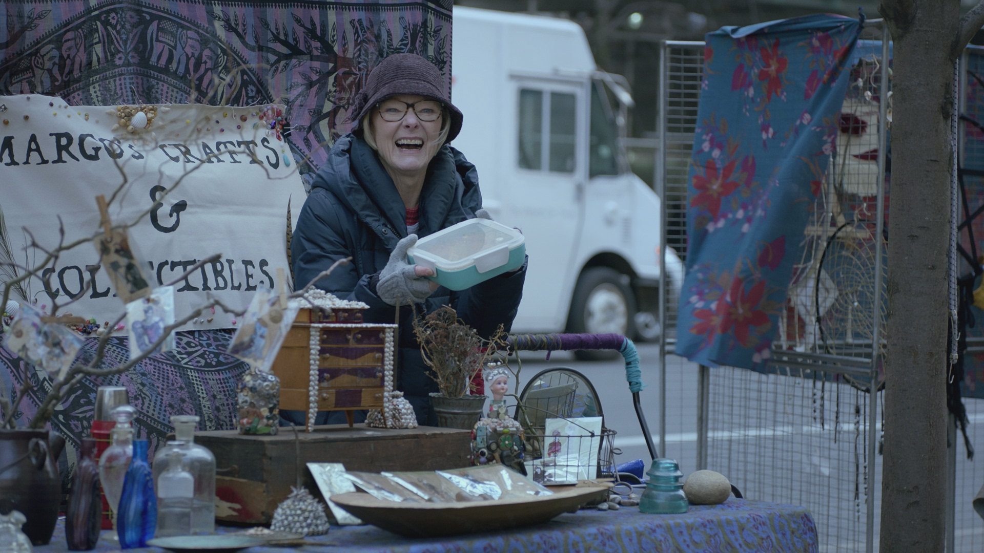 bc 406 tupperware2 Broad City Battles the Voldemort of Vaginas in Witches