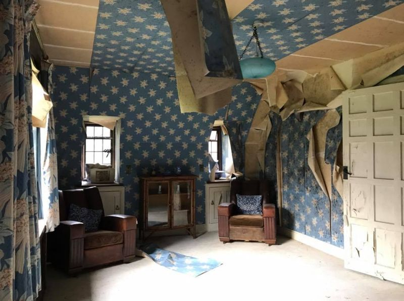 david gilmour house 2 David Gilmours abandoned mansion gives Danzigs shitty house a run for its money