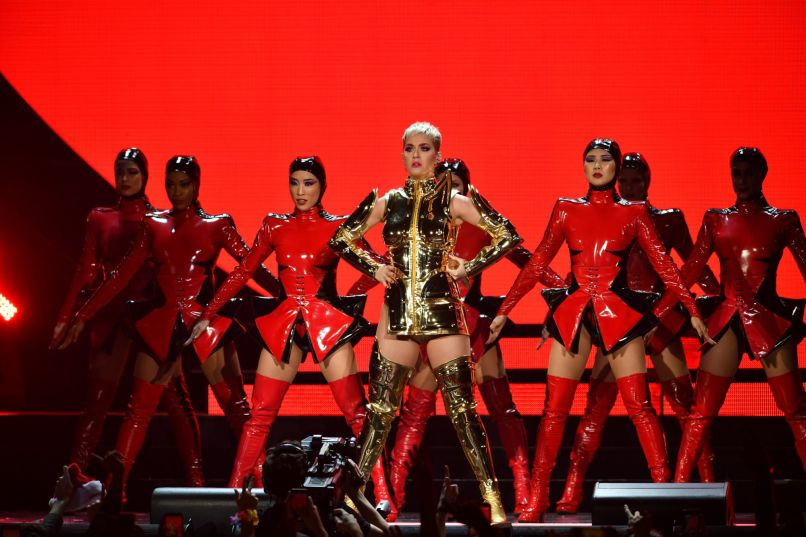 katy perry 2 vladimir lorenzo e1513891683226 Live Review: Katy Perry Shrugs Off 2017 at Miamis American Airlines Arena (12/20)