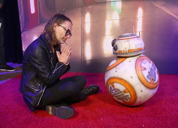 star wars thom Thom Yorke meets BB 8 at Star Wars: The Last Jedi premiere