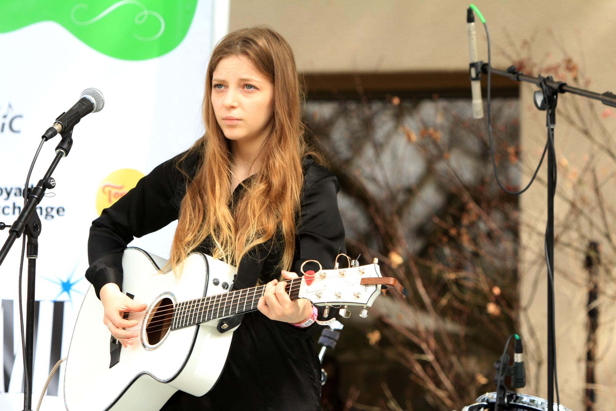 Jade Bird // BMI Acoustic Brunch, photo by Heather Kaplan