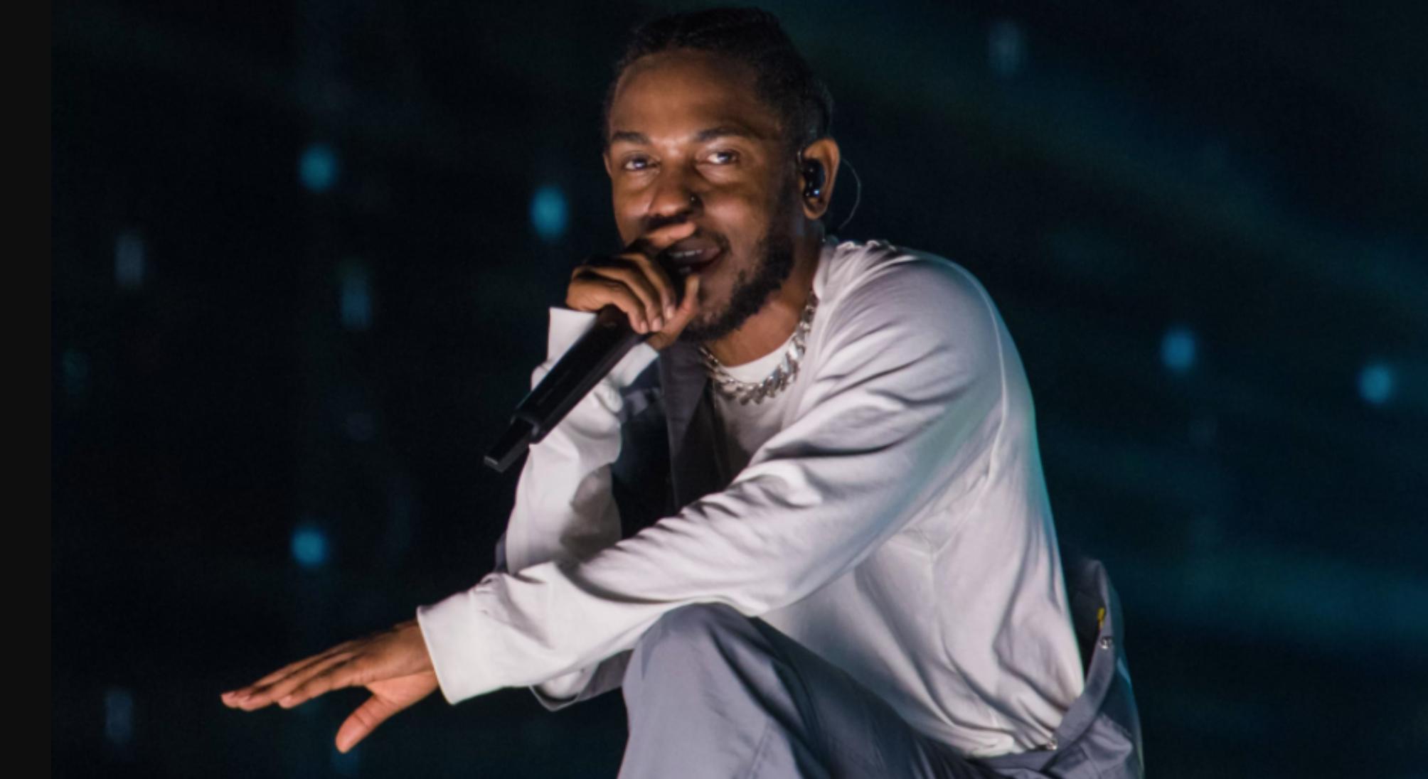 Kendrick Lamar stops white fan after she raps the N-word
