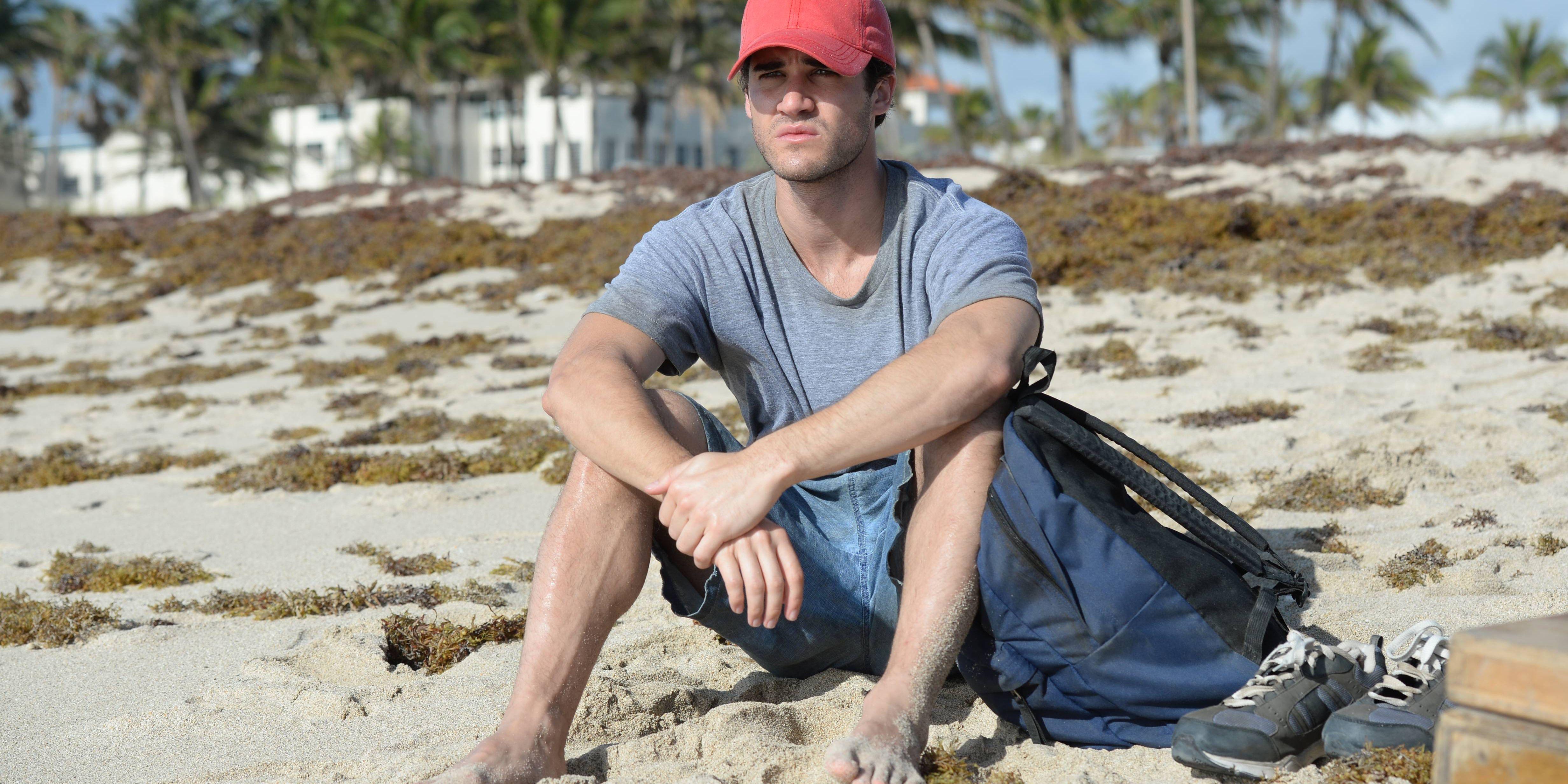 American Crime Story Gianni Versace Andrew Cunanan Darren Criss beach hat