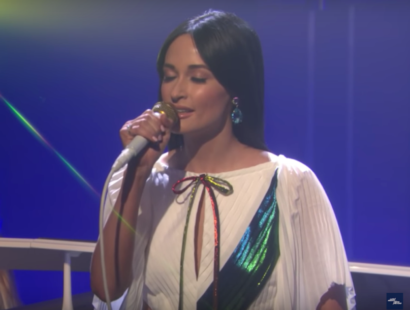 "Kacey Musgraves performs ""Rainbow"" on Seth Meyers"