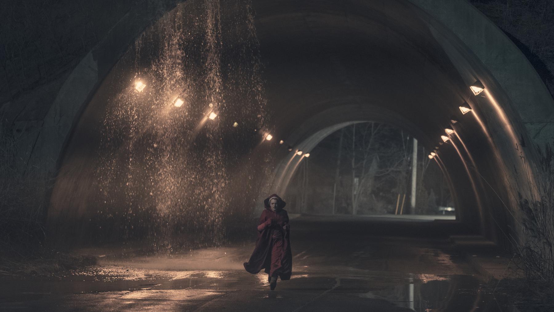 Elisabeth Moss (George Kraychyk/Hulu)