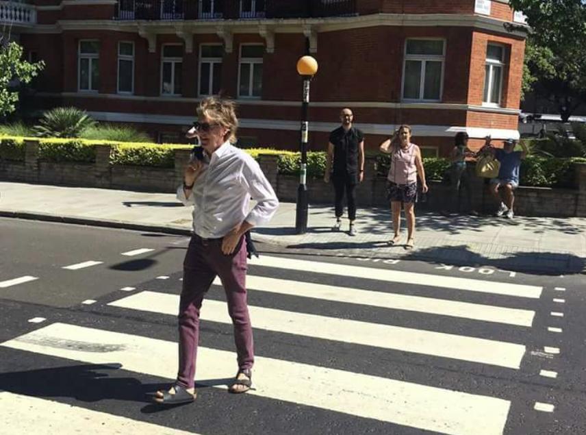 Beatles-plaat Abbey Road aangepast dankzij parkeerassistent Volkswagen | 635x856