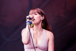 Sasha Sloan, Lollapalooza 2018, photo by Caroline Daniel