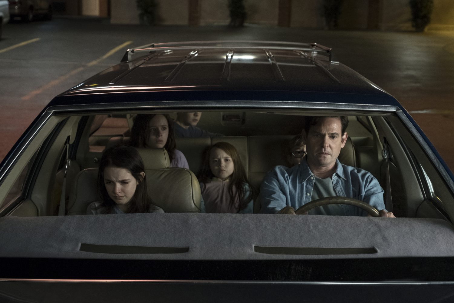 hohh 105 unit 01251r 1 21 e1539373873483 TV Review: Mike Flanagans The Haunting of Hill House Screams of Stephen King