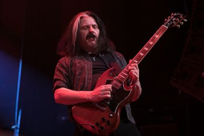 Alex Skolnick performs with Metal Allegiance