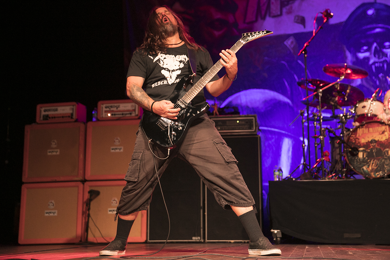 Andreas Kisser performs with Metal Allegiance