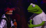 video The Muppets rap battle Drop the Mic Kermit Miss Piggy