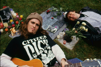 Matt Dillon and Cameron Crowe in Singles