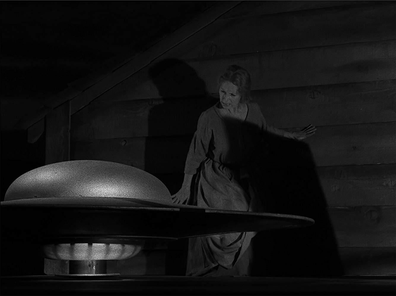 MV5BYTJhOWJlNzctYmIzMi00NTNhLThiOTEtZjgxMzNlMmMzOGVmXkEyXkFqcGdeQXVyNjg5NDk4NDI@. V1 SY1000 CR0013351000 AL  The Twilight Zone in 10 Episodes: Rod Serlings Greatest Hits