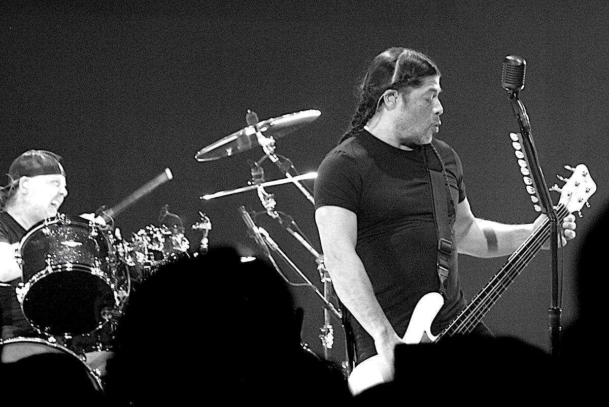 Metallica 7 Anne Erickson BW Live Review: Metallica Close North American Run of WorldWired Tour in Michigan (3/13)
