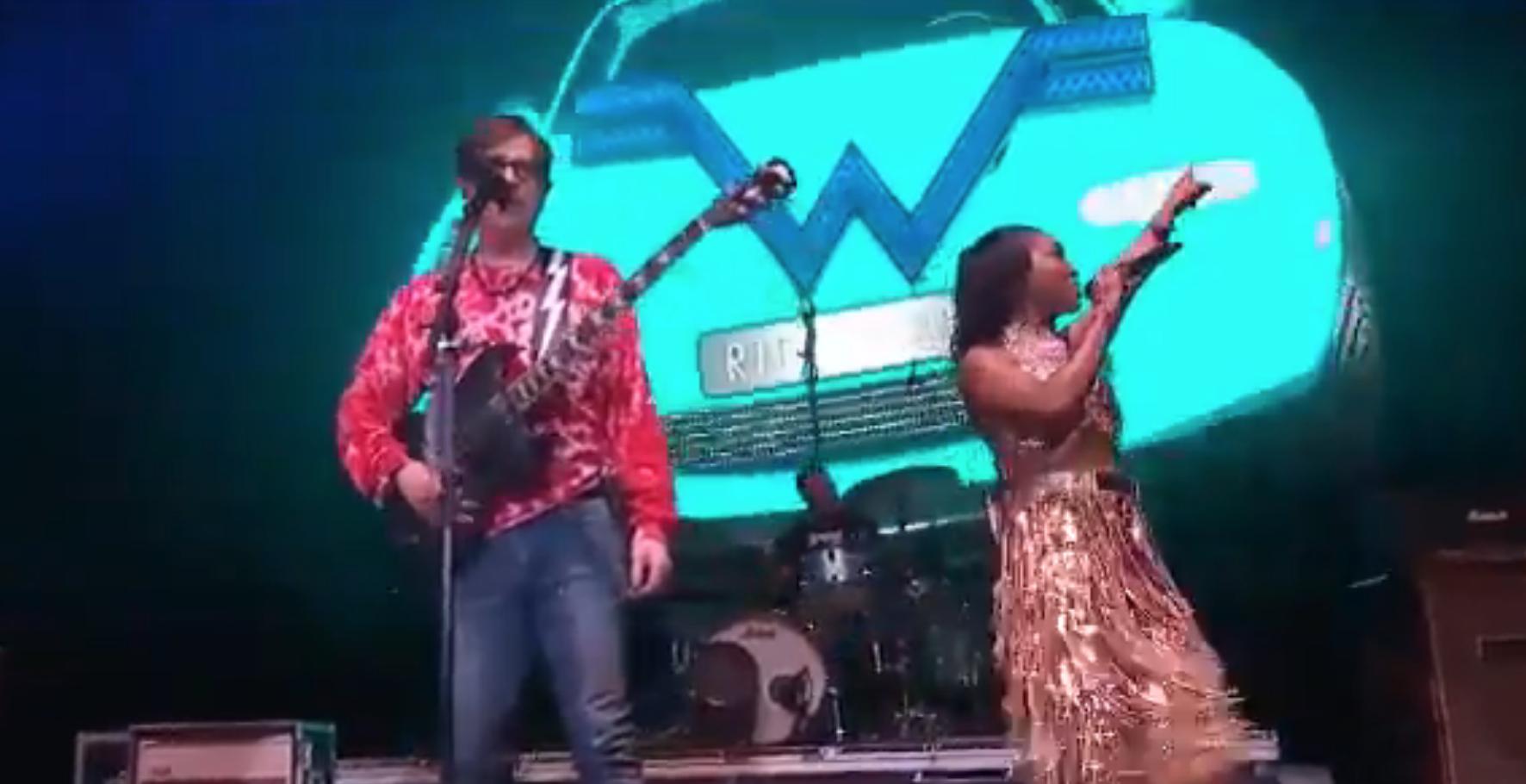 "Weezer perform ""No Scrubs"" with TLC's Chilli at Coachella: Watch"