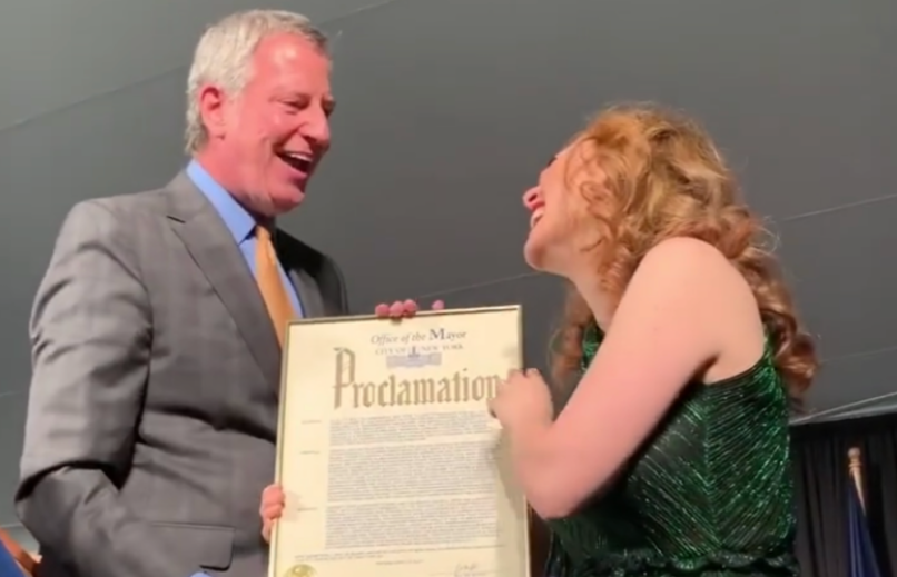 regina spektor day nyc june 11 mayor de blasio gracie mansion video