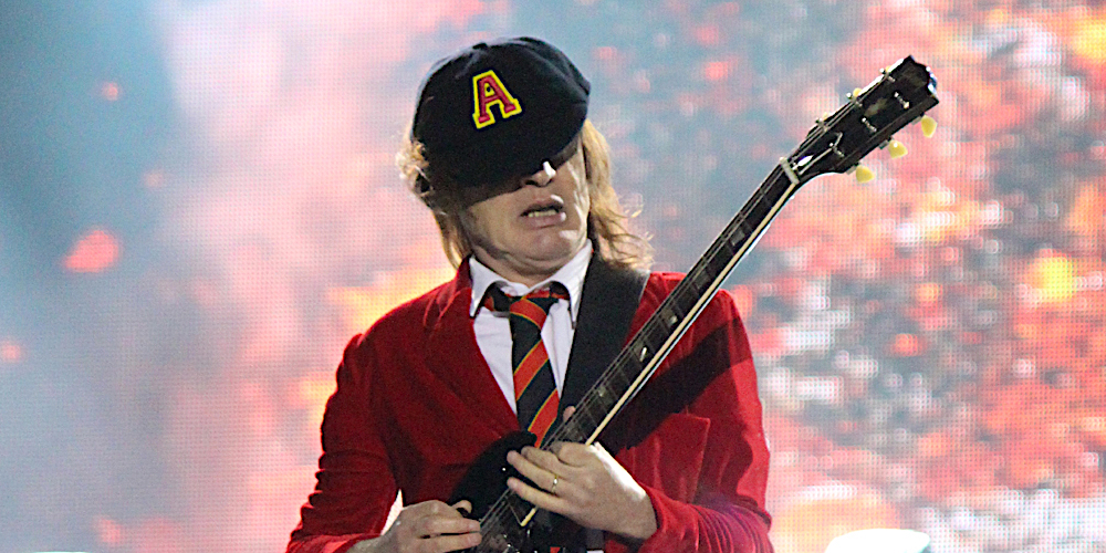 """AC/DC end dormancy on social media, share 1979 """"Highway to Hell"""" performance"""