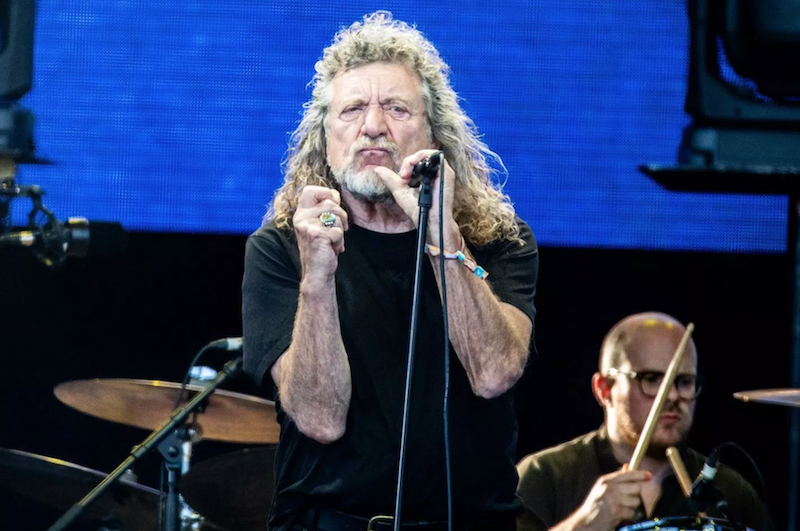 """Robert Plant performs """"Immigrant Song"""" for first time in 23 years in Iceland: Watch"""