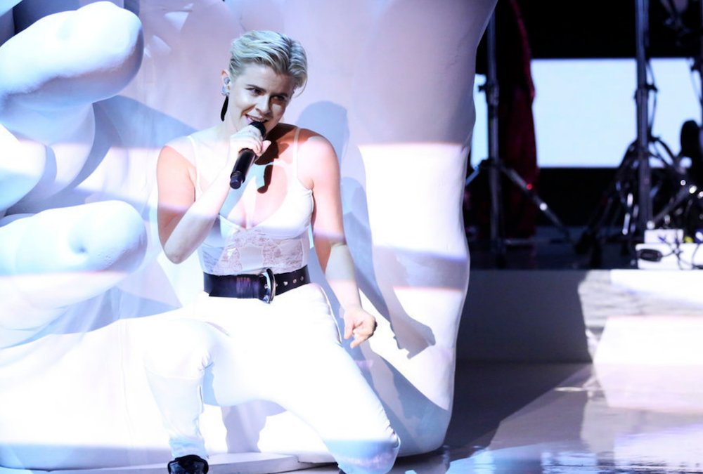 "Robyn performs ""Between the Lines"" and ""Love is Free"" on Fallon: Watch"