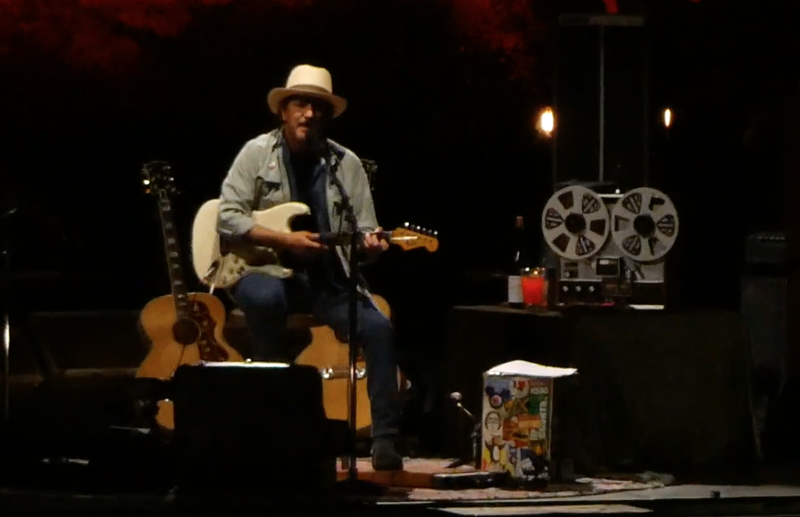 """Eddie Vedder pay tribute to Daniel Johnston with cover of """"Walking the Cow"""": Watch"""