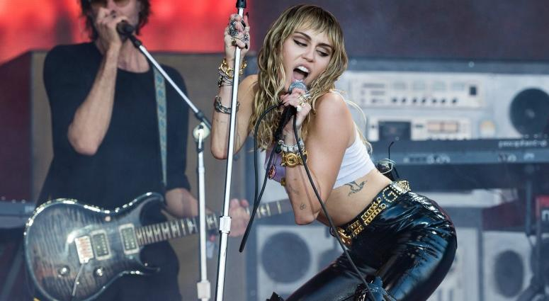 "Miley Cyrus covers Pink Floyd's ""Comfortably Numb"": Watch"