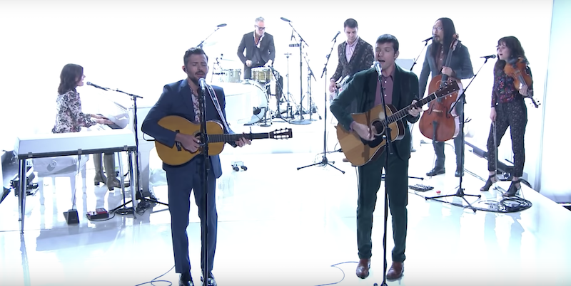"""The Avett Brothers perform """"Tell the Truth"""" on Fallon: Watch"""